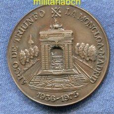 Militaria: MEDALLA DE LA FUNDACIÓN FRANCISCO FRANCO 1982. BRONCE. 50 MM. ARCO DE TRIUNFO. LA MONCLOA MADRID.. Lote 45367680