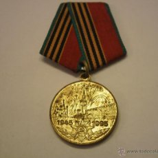 Militaria: RUSIA-MEDALLA CONMEMORATIVA 50 AÑOS SEGUNDA GUERRA MUNDIAL-CON SU CINTA. Lote 46130122