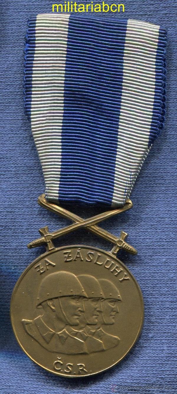 Militaria: CHECOSLOVAQUIA. Medalla al Mérito Militar.Versión bronce. - Foto 3 - 4599190
