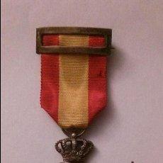 Militaria: MEDALLA Y ALFILER AGUJA DE SOLAPA INSTITUTO NACIONAL DE PREVISION-LEY DE XXVII DE FEBRERO DE MCMVIII. Lote 46775929