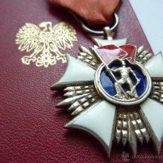 Militaria: POLONIA: MEDALLA ORDEN DE ABANDERADO DEL TRABAJO (MÉRITO LABORAL SOCIALISTA) CON SU CONCESIÓN.. Lote 48568892