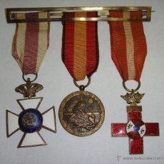 Militaria: PASADOR MILITAR CON 3 MEDALLAS. ÉPOCA DE FRANCO.. Lote 48719766