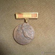 Militaria: MEDALLA CONMEMORATIVA DEL ALZAMIENTO Y VICTORIA, GUERRA CIVIL.. Lote 49363956