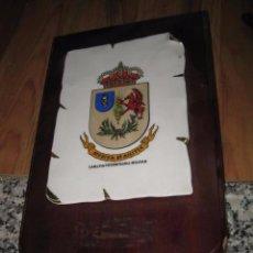 Militaria: METOPA DE MADERA CON ESCUDO DE CERAMICA VETERINARIA MILITAR MEDIDA TABLA 28 X 17 ESCUDO 17 X 12 CM.. Lote 49854706