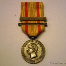 Militaria: MEDALLA ALFONSO XII A LOS EJERCITOS EN OPERACIONES 1874,PLATA CON 2 PASADORES-CON SU CINTA ORIGINAL. Lote 50963686