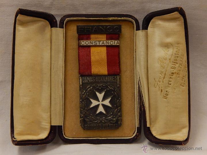 MEDALLA DAMAS AUXILIARES SANIDAD MILITAR, CON PASADOR CONSTANCIA. ÉPOCA DE FRANCO. (Militar - Medallas Españolas Originales )