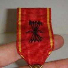 Militaria: MEDALLA DE LA HERMANDAD DE LA VIEJA GUARDIA. CON ESMALTES. REVERSO GRABADO. Lote 52943525