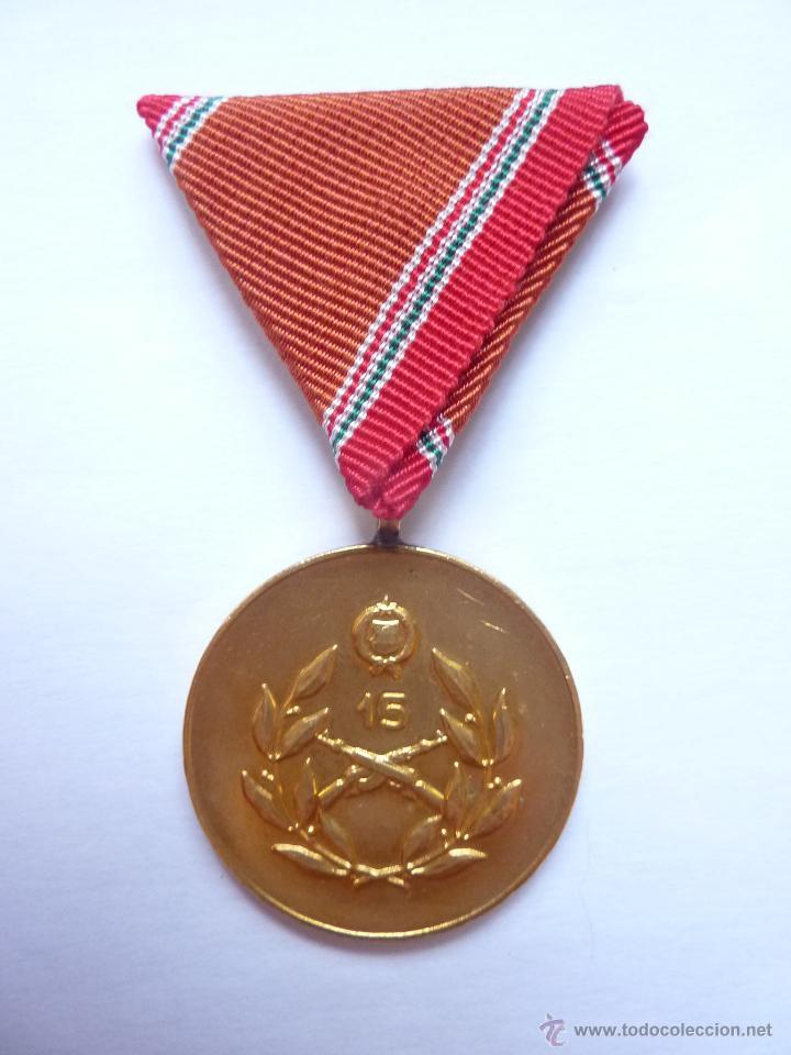 HUNGRÍA: MEDALLA AL SERVICIO EN LAS FUERZAS ARMADAS (15 AÑOS) - CONSTANCIA MILITAR (Militar - Medallas Internacionales Originales)