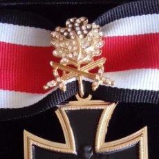 Militaria: MEDALLA MILITAR ALEMANIA 1939 CRUZ DE HIERRO CABALLERO ORO CON HOJAS DE ROBLE ESPADAS Y BRILLANTES. Lote 92876798