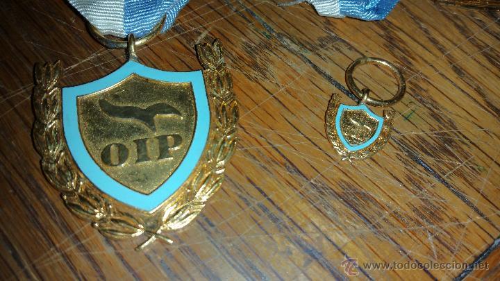 MEDALLA Y MINIATURA EN PLATA A IDENTIFICAR (Militar - Medallas Extranjeras Originales)