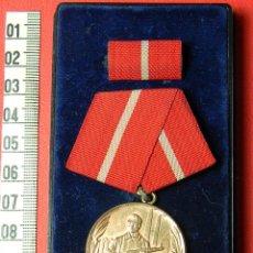 Militaria: ORIGINAL - DDR ORDEN KAMPFGRUPPE FÜR TREUE DIENSTE IN GOLD - CAJA ORIGINAL. Lote 54588313