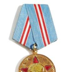 Militaria: MEDALLA MILITAR RUSA 50 AÑOS DE LAS FUERZAS ARMADAS DE LA URSS CON SU DOCUMENTACION ORIGINAL D RUSIA. Lote 54654369