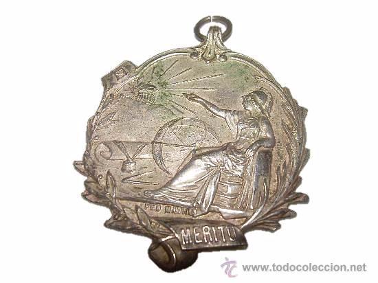 ANTIGUA MEDALLA DE PLATA.....MERITO....... FEU . (MADRID) (Militar - Medallas Españolas Originales )