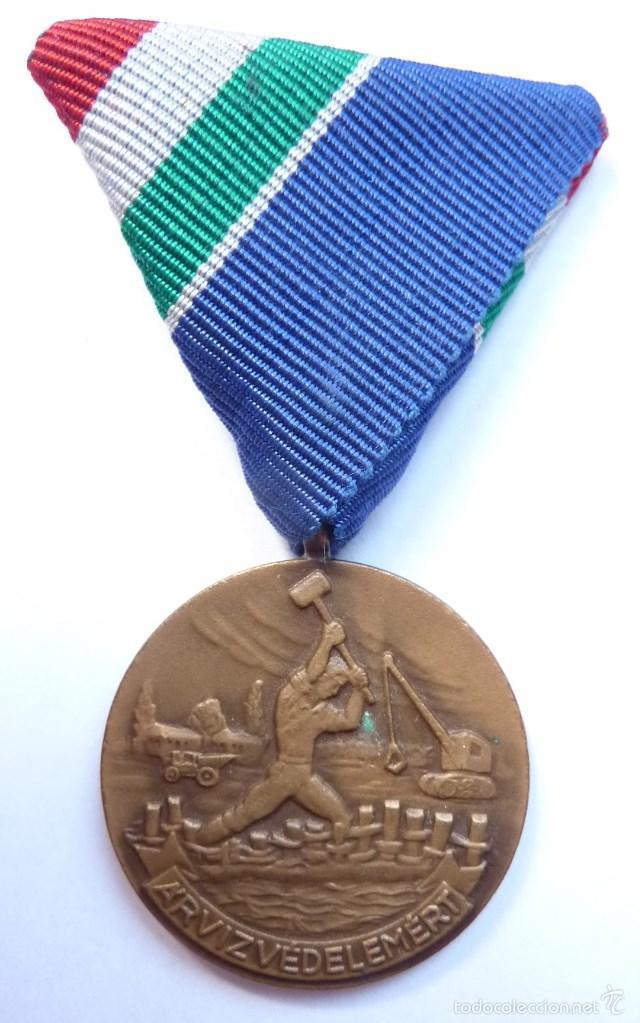 HUNGRÍA: MEDALLA DEL MÉRITO EN LA LUCHA CONTRA LAS INUNDACIONES. (Militar - Medallas Internacionales Originales)