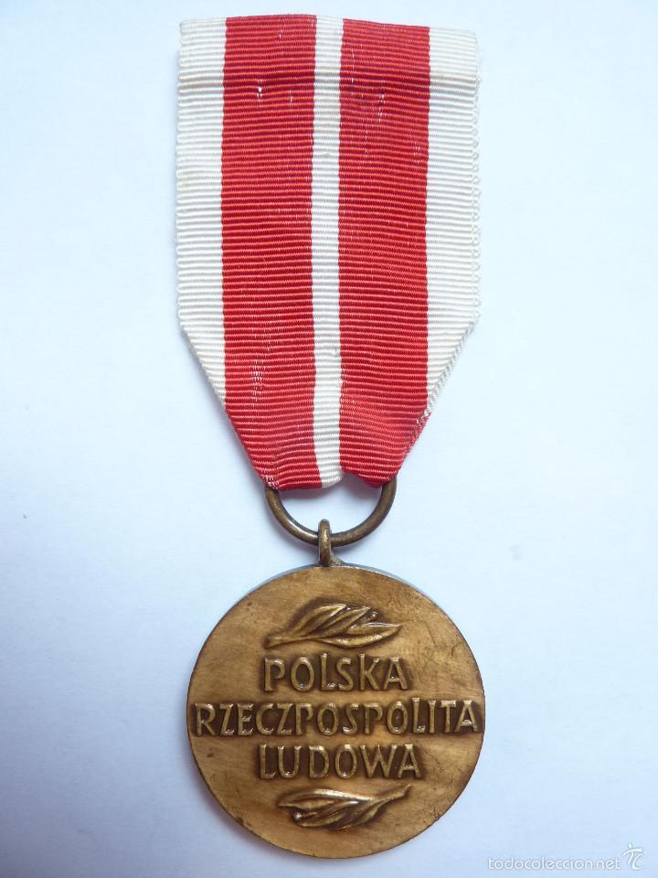 Militaria: Polonia: Medalla del mérito de la Comisión Educativa Nacional - Ministerio polaco de educación - Foto 2 - 55172971