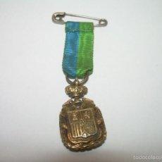 Militaria: ANTIGUA Y PEQUEÑISIMA MEDALLA DE PLATA DORADA.. PARECE ORO...PROFESOR MERCANTIL.. Lote 55689361