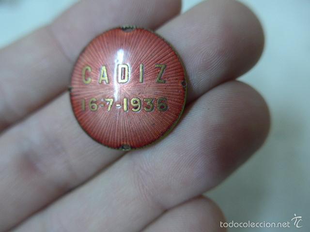 Militaria: Rarisima medalla esmaltada de cadiz 16-7- 1936, guerra civil - Foto 2 - 56622141