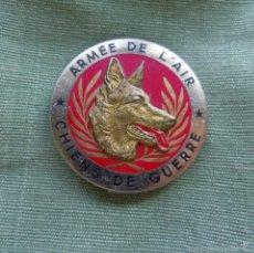 Militaria: AGUJA ARMEE DE L, AIR - CHIENS DE GUERRA PERROS DE GUERRA - FIGURA PERRO ALEMAN REPUJADO. Lote 56988147