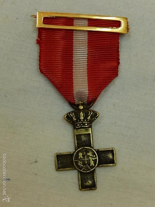 CRUZ DEL MÉRITO MILITAR DISTINTIVO ROJO. (Militar - Medallas Españolas Originales )
