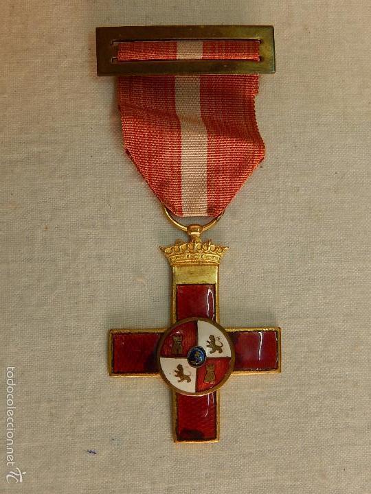 CRUZ DEL MÉRITO MILITAR, DISTINTIVO ROJO. (Militar - Medallas Españolas Originales )