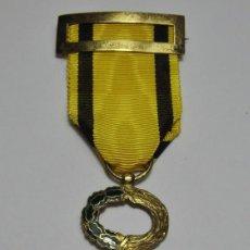 Militaria: MEDALLA AL MERITO SANITARIO. ÉPOCA DE FRANCO. PLATA BAÑADA EN ORO. BUENA CALIDAD.. Lote 58133581