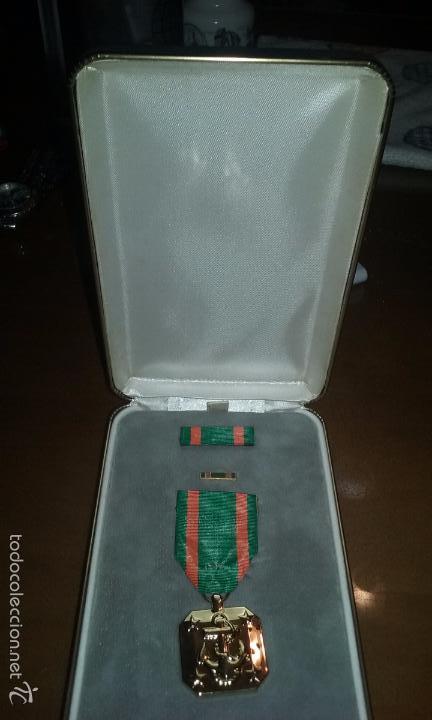 MEDALLA ORIGINAL US NAVY Y US MARINES. EN CAJA DE PRESENTACION. ACHIEVEMENT MEDAL. POR MERITOS. (Militar - Medallas Internacionales Originales)