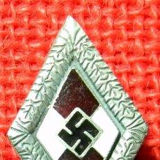 Military - HJ Cap Badge. Goldenes Hitler Jugend Ehrenabzeichen mit Eichenlaub - Material: German Silver - Plata - 59428825