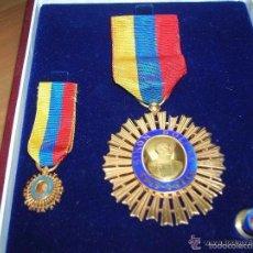 Militaria: MEDALLA DE CABALLERO DE LA ORDEN DEL LIBERTADOR. ESTUCHE ORIGINAL CON SUS MINIATURAS.. Lote 59862436
