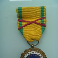 Militaria: GUERRA CIVIL : MEDALLA SUFRIMIENTOS POR LA PATRIA CON ASPA DE HERIDO BORDADA. Lote 60164143
