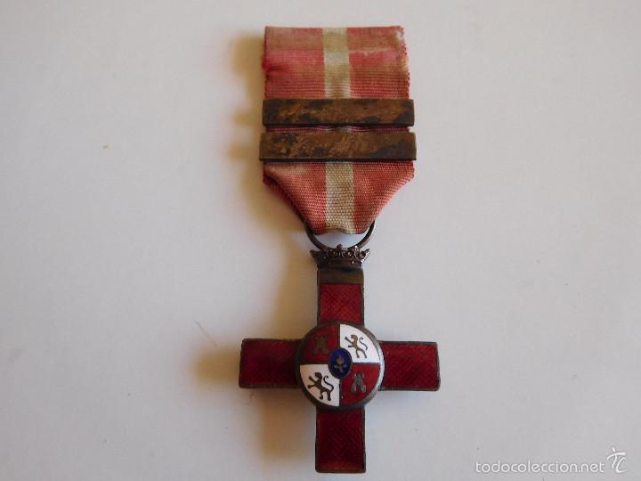 CRUZ AL MÉRITO MILITAR DISTINTIVO ROJO. ÉPOCA FRANCO (Militar - Medallas Españolas Originales )