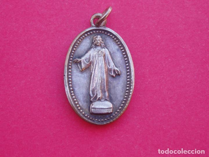 MEDALLA RELICARIO ANTIGUO CARLISTA CERRO DE LOS ANGELES. PIEDRA IMAGEN PROFANADA. GETAFE. MADRID (Militar - Medallas Españolas Originales )