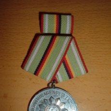 Militaria: CONDECORACION ANTIGUA ALEMANIA DEMOCRATICA. Lote 64327319
