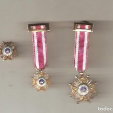 Militaria: JUEGO DE 3 PLAQUITAS DE S.HERMENEGILDO PLATA. 2 CON CINTA Y PASADOR PARA SOLAPA Y 1 CON BOTÓN OJAL. Lote 65847282