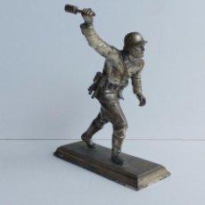 Militaria: GRANDE FIGURA ORIGINAL DE UN SOLDADO ALEMÁN DE LA SEGUNDA GUERRA MUNDIAL. 1939 - 1945. Lote 67236889