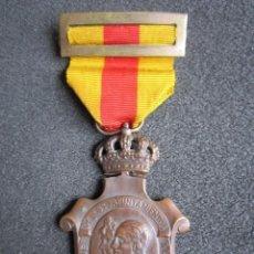 Militaria: MEDALLA HOMENAJE DE LOS AYUNTAMIENTOS A LOS REYES. TODOS Y TODO POR LA PATRIA. AÑO 1925. . Lote 68011137