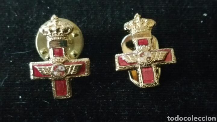 2 MINIATURAS PARA SOLAPA CON DIFERENTES ENGANCHES AL MÉRITO MILITAR AÉREO DISTINTIVO ROJO (Militar - Medallas Españolas Originales )
