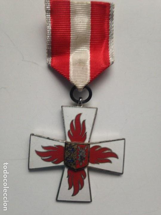 MEDALLA BOMBEROS CONTRA EL FUEGO. 1955. 25 AÑOS DE SERVICIO. ALEMANIA. SCHLESWIG-HOLSTEIN (Militar - Medallas Internacionales Originales)