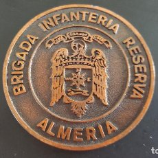 Militaria: MEDALLA DE MANO POLICIA ARMADA ALMERIA BRIGADA INFANTERIA RESERVA. Lote 68731913