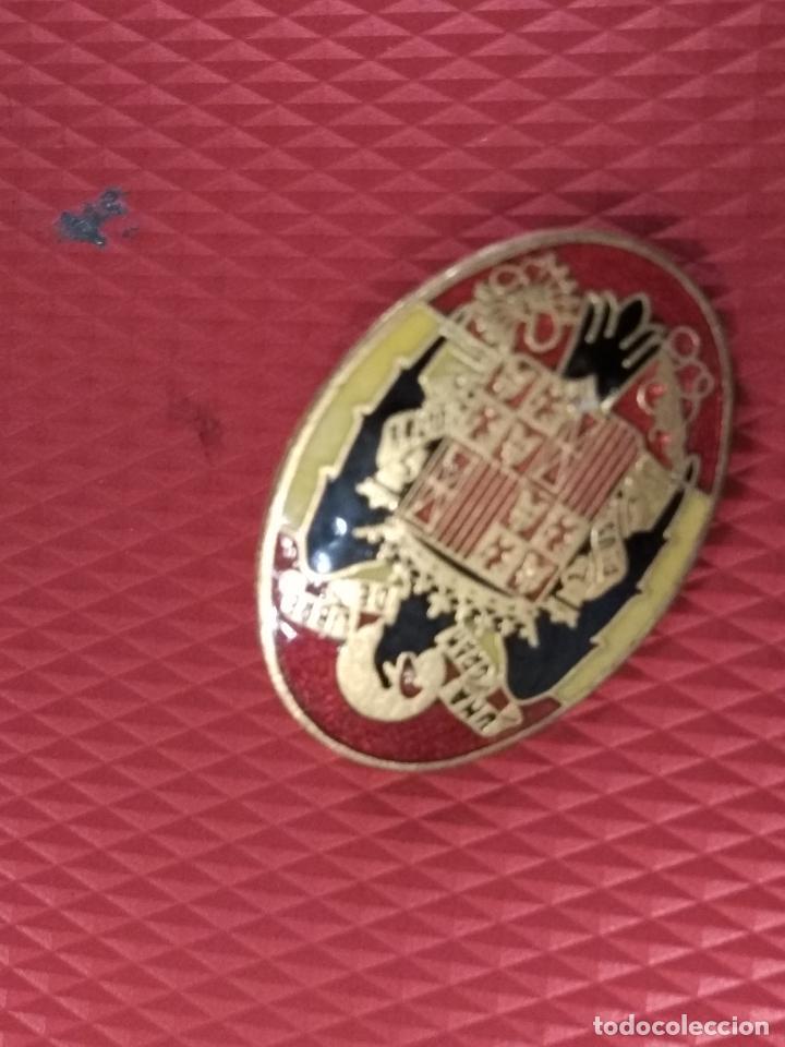 Militaria: Insignia con el escudo del Aguila, época de Franco. Medidas: 2,50 x 2 cm. 100% original. - Foto 2 - 62109176