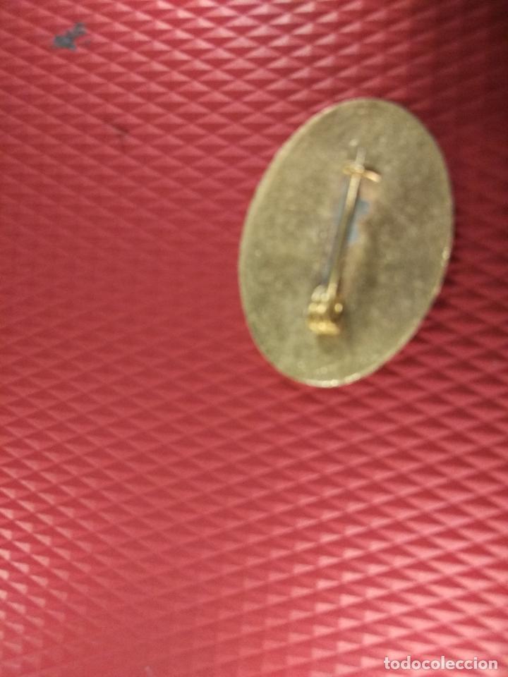 Militaria: Insignia con el escudo del Aguila, época de Franco. Medidas: 2,50 x 2 cm. 100% original. - Foto 3 - 62109176