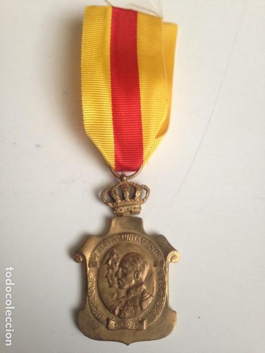 MEDALLA HOMENAJE AYUNTAMIENTOS A ALFONSO XIII. 1925. ESPAÑA (Militar - Medallas Españolas Originales )