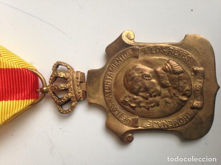 Militaria: Medalla Homenaje Ayuntamientos a Alfonso XIII. 1925. España - Foto 2 - 70310581