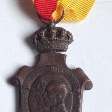 Militaria: MEDALLA HOMENAJE AYUNTAMIENTOS A ALFONSO XIII. 1925. ESPAÑA. Lote 71705975