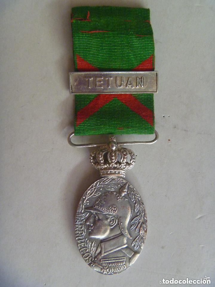 GUERRA DE AFRICA : MEDALLA DE LA CAMPAÑA DE MARRUECOS PARA OFICIALES. PASADOR: TETUAN. BAÑO PLATA. (Militar - Medallas Españolas Originales )