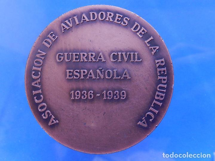 Militaria: Medalla conmemorativa de la Asociación de Aviadores de la República. - Foto 6 - 79292937