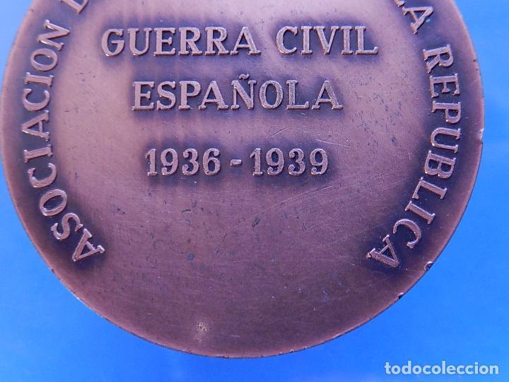 Militaria: Medalla conmemorativa de la Asociación de Aviadores de la República. - Foto 8 - 79292937
