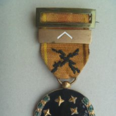 Militaria: GUERRA CIVIL : MEDALLA VIEJA GUARDIA PASADOR 1ª LINEA. FALANGISTA DE 1933 CON DOS APELLIDOS VASCOS. Lote 82117344