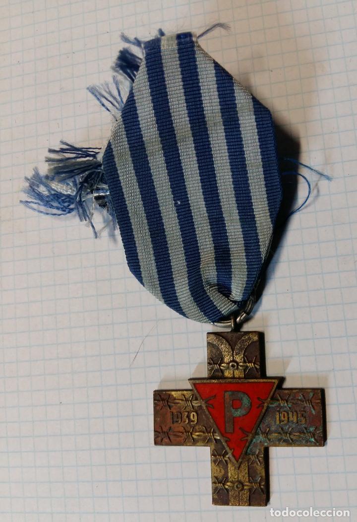 MEDALLA CRUZ DE PRISIONERO DE CAMPO DE CONCENTRACIÓN, POLONIA (Militar - Medallas Extranjeras Originales)