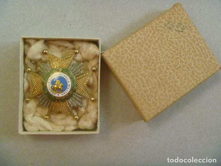GRAN PLACA DE SAN HERMENEGILDO ( PLATA DORADA ?). EPOCA FRANCO O ANTERIOR . EN CAJITA (Militar - Medallas Españolas Originales )