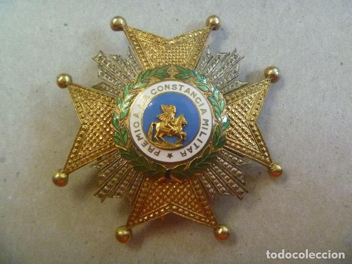 Militaria: GRAN PLACA DE SAN HERMENEGILDO ( PLATA DORADA ?). EPOCA FRANCO O ANTERIOR . EN CAJITA - Foto 2 - 83502020